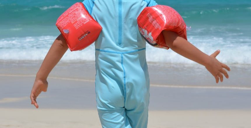 boy-beach-sea-rubber-rings-52546